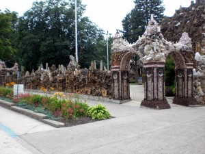 Grotto Corner with flowers